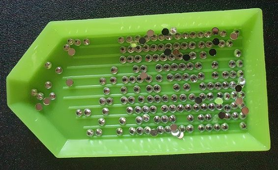 A tray filled with Diamond Painting drills.